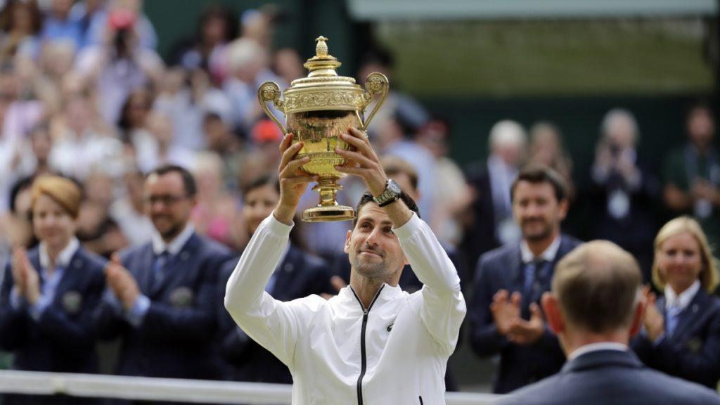 نوواک جوکوویچ 23 تیر 98 در فینال تنیس ویمبلدن جام قهرمانی را با شکست دادن فدرر بالا برد.