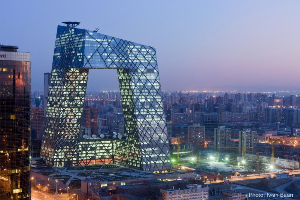 ساختمان بسیار زیبا و خاص مقر اصلی تلویزیون مرکزی چین یا CCTV قدیم در شهر پکن چین