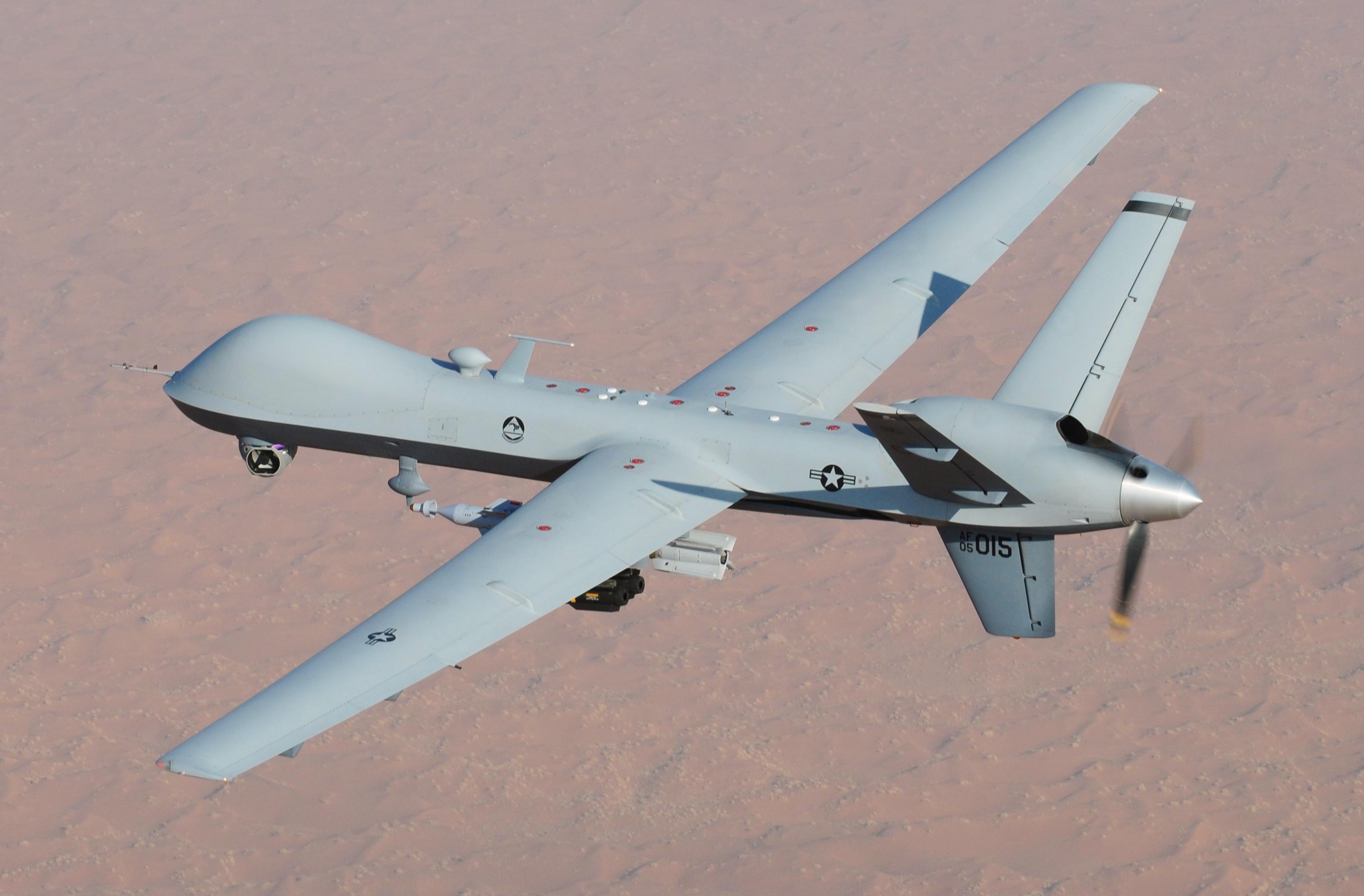 خودرو سردار سلیمانی با شلیک یک پهپاد شکارچی آمریکایی به نام  MQ-9 Reaper هدف قرار گرفت.