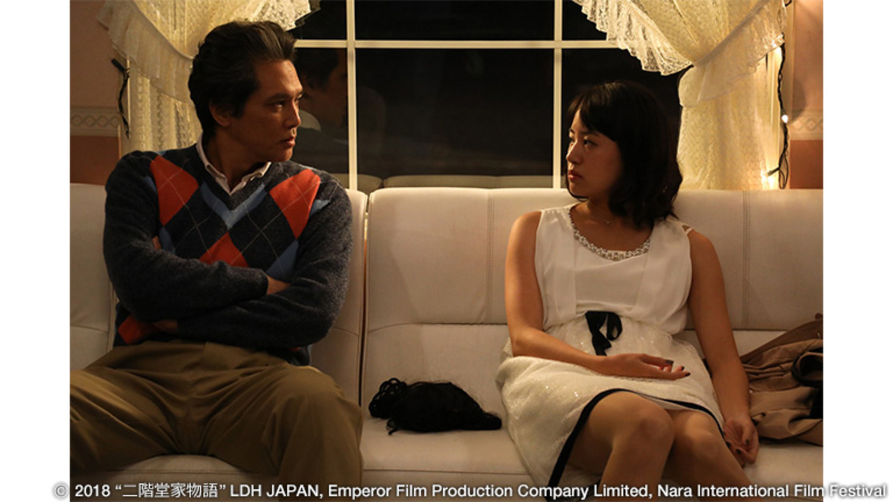 پدر که بازیگر نقش اول است و دخترش در یک صحنه از فیلم «پاییز نیکایدوها»