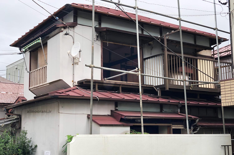 یک خانه قدیمی ژاپنی که قرار است تخریب شود.