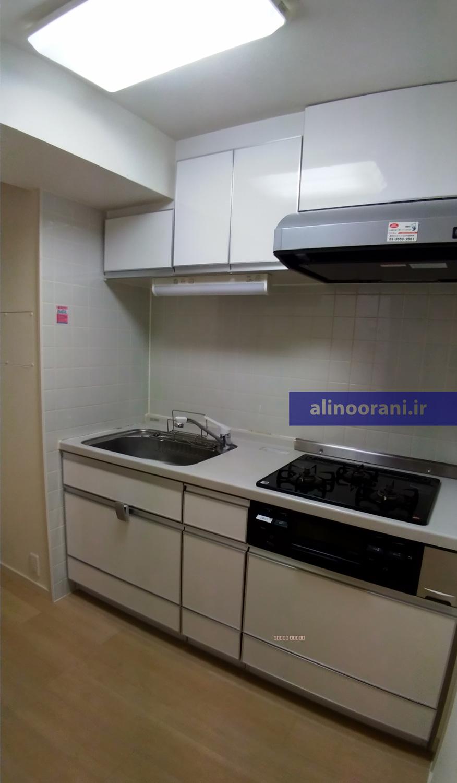 آشپزخانه ژاپنی گاهی یک سمت از یک راهروی خانه است و اصلا اتاق مجزایی نداره