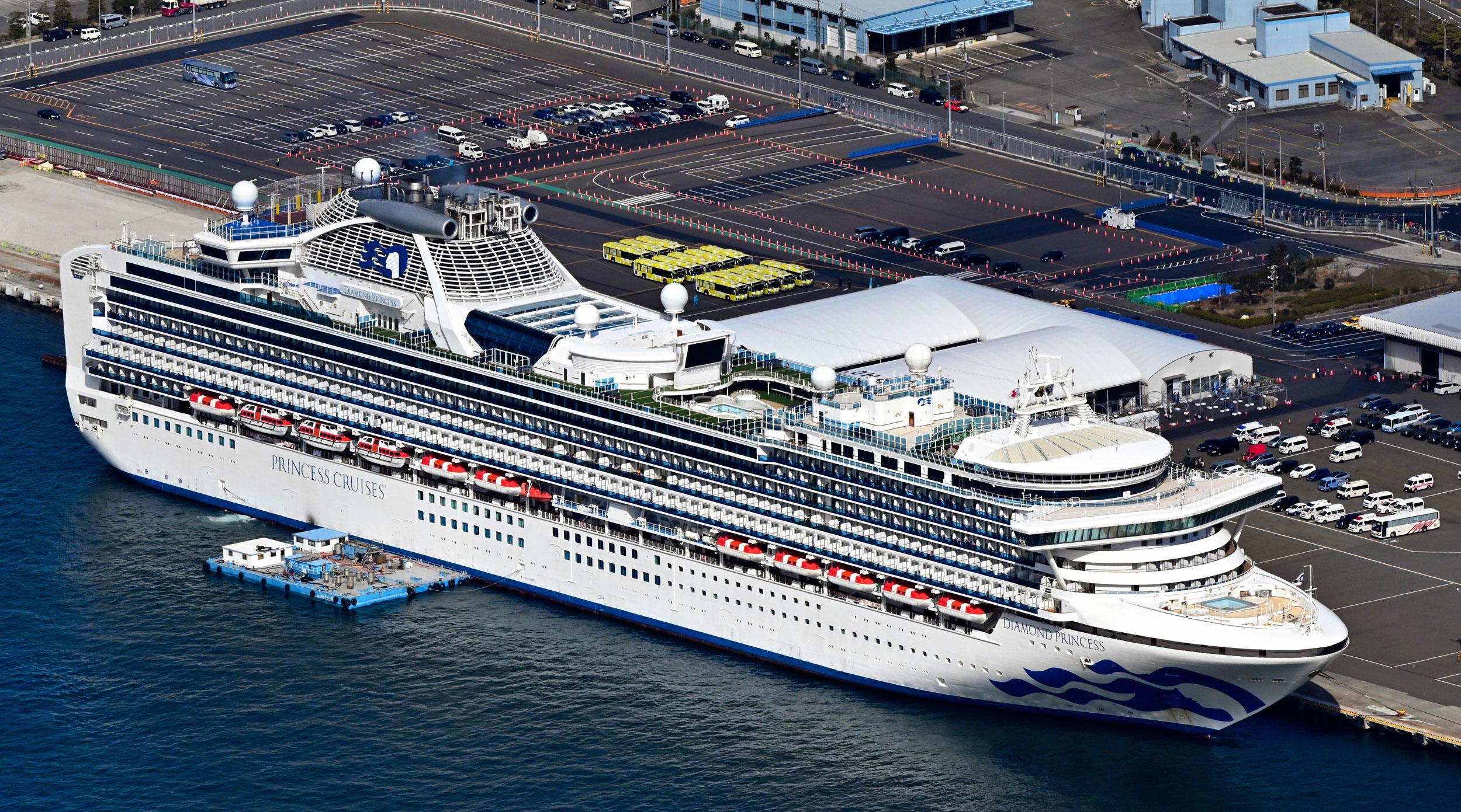 کشتی تفریحی دیاموند پرنسس در بندر یوکوهاما