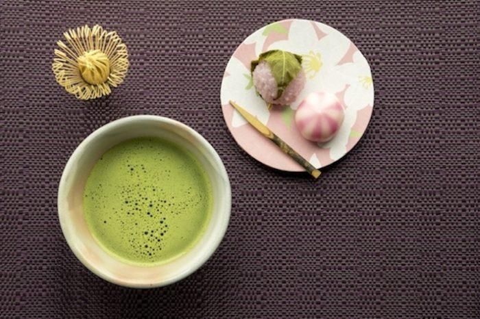 واگاشی یا شیرینی سنتی ژاپنی اغلب پای ثابت مراسم چای سنتی ژاپنی است.