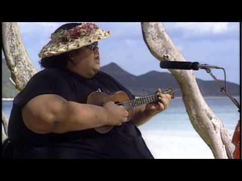 اسرائیل کاماکاویوواولی مشهورترین خواننده اهل هاوایی